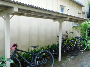 敷地内屋根付き自転車置き場