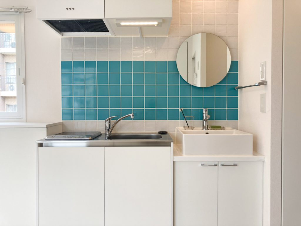 キッチンと洗面がコンパクトにまとまっております。
