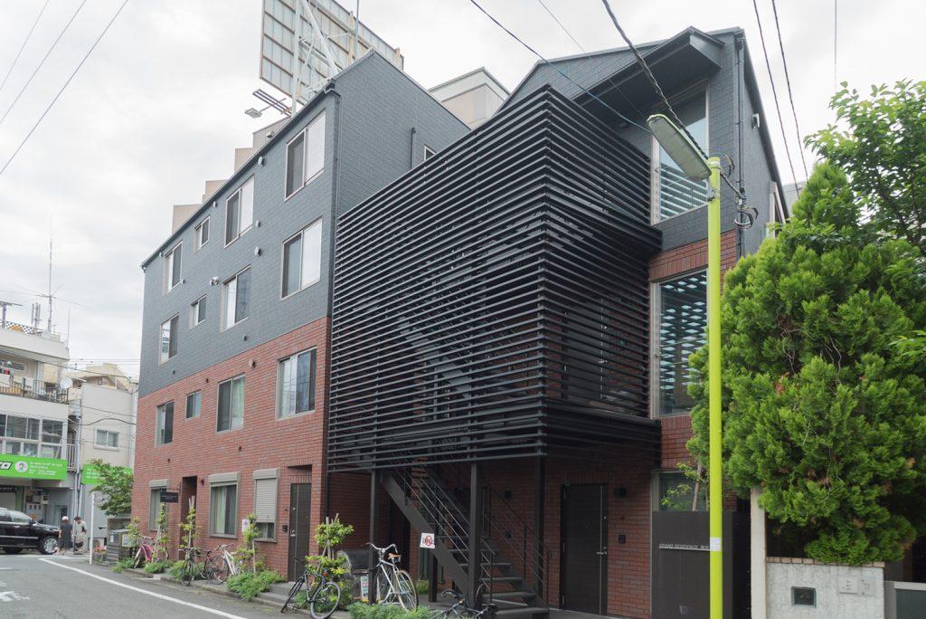 建物の外観はこんな感じ。