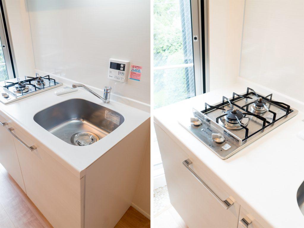 キッチンは小さいけれど、最低限は整っております。