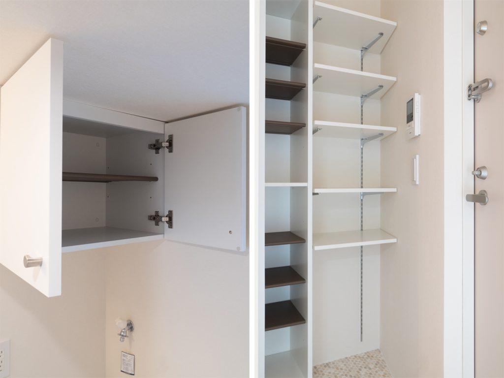 洗濯機置き場の上の収納と、玄関の収納。