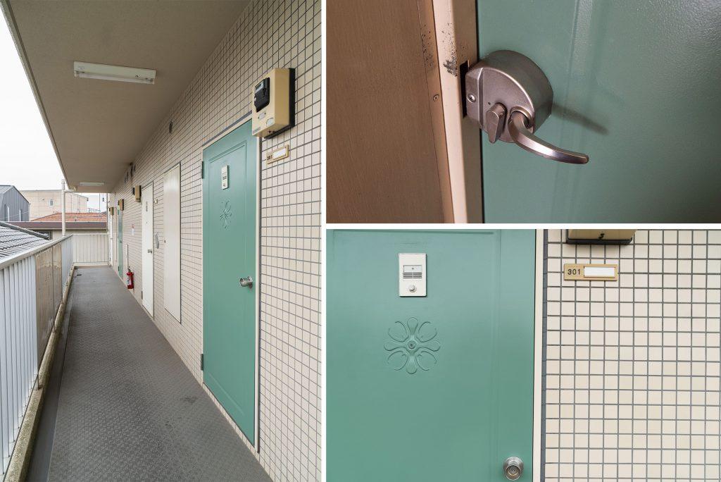 緑の扉、ハンドルもかわいい〜。