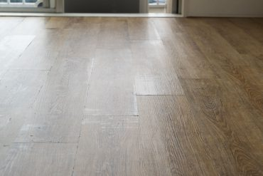 年季感じる床材がいい雰囲気。