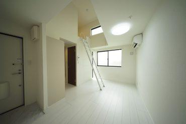 お部屋全体、白で統一されていて明るいです