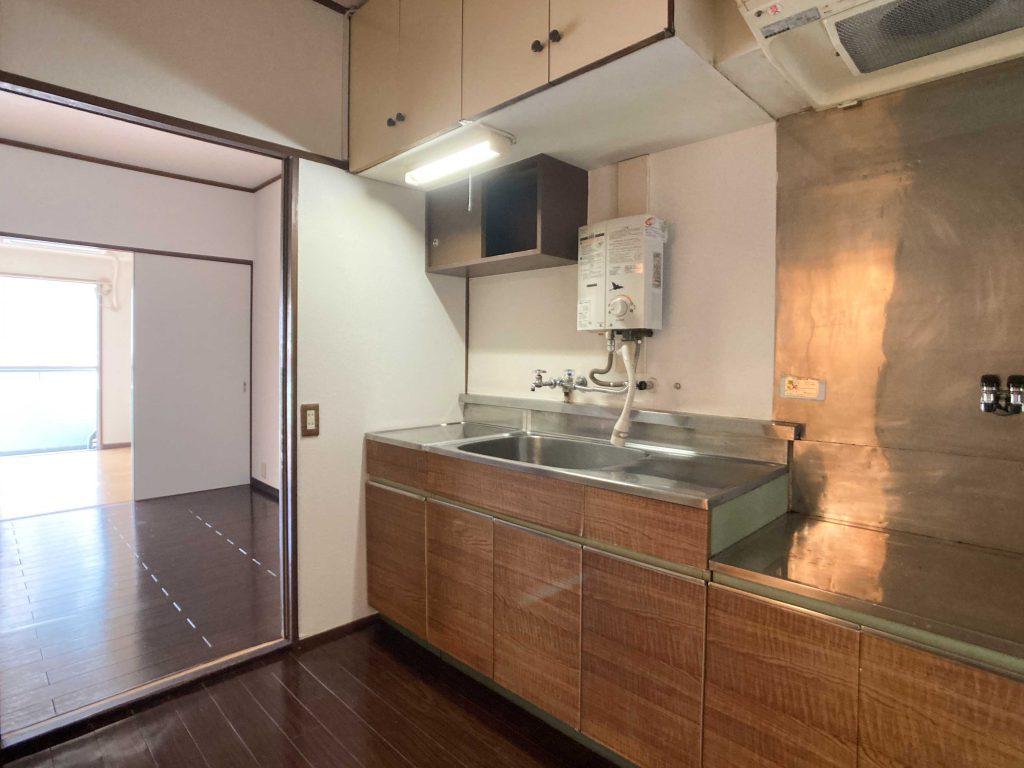 キッチン大きいです。吊り戸棚の位置が高い!
