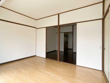 バルコニー側の洋室。