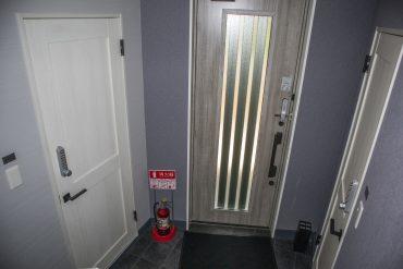 オートロックの玄関部分。