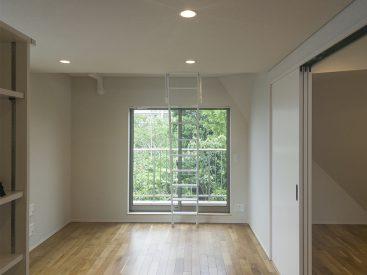 木造メゾネット、1DK+ロフトの一室。