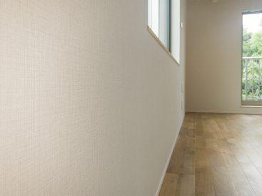 壁は柔らかな印象のもの。手触りもいい。