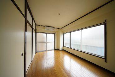 窓いっぱいで明るい6帖のお部屋