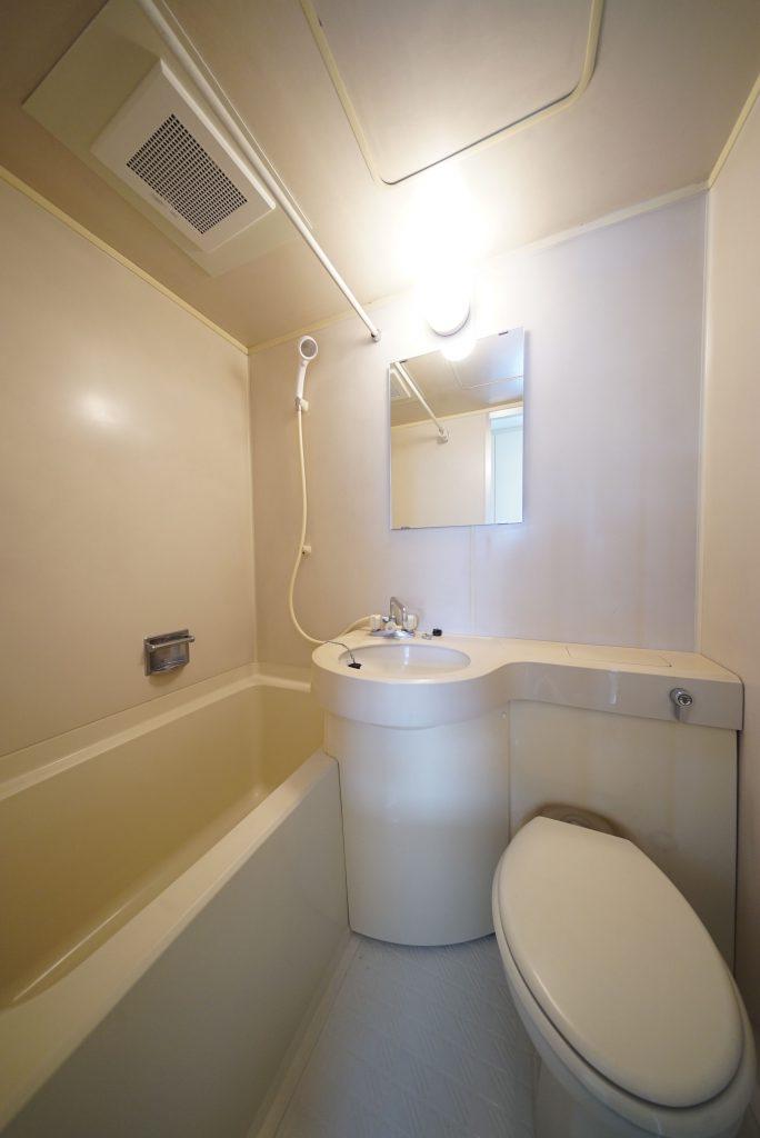 シンプルあっさりな浴室とお手洗い
