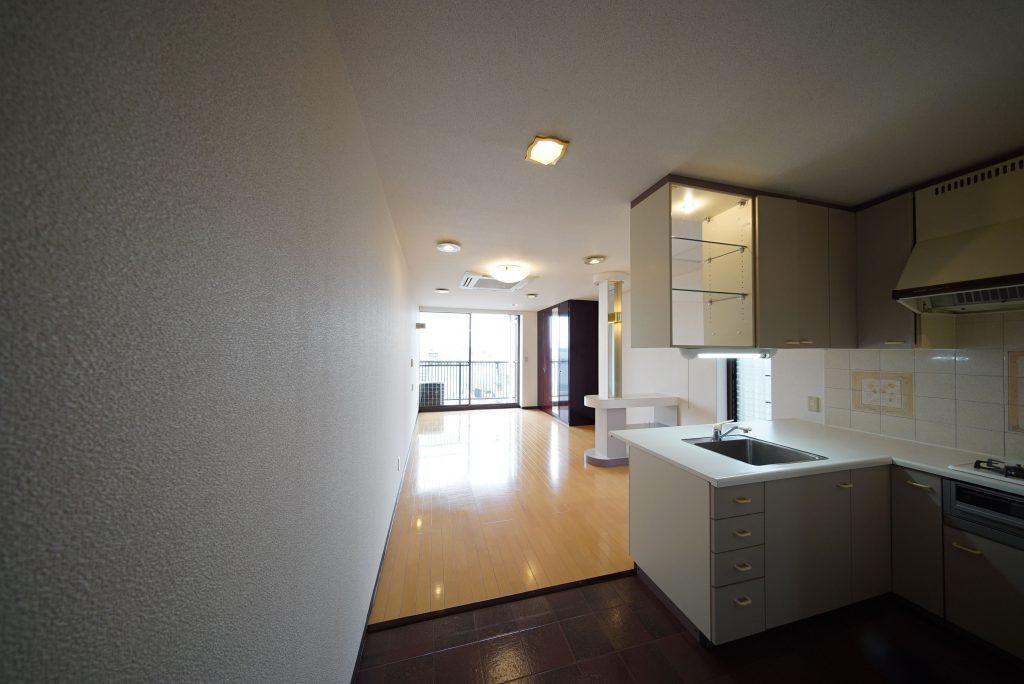 桜新町、閑静な住宅街にある13帖のワンルームです