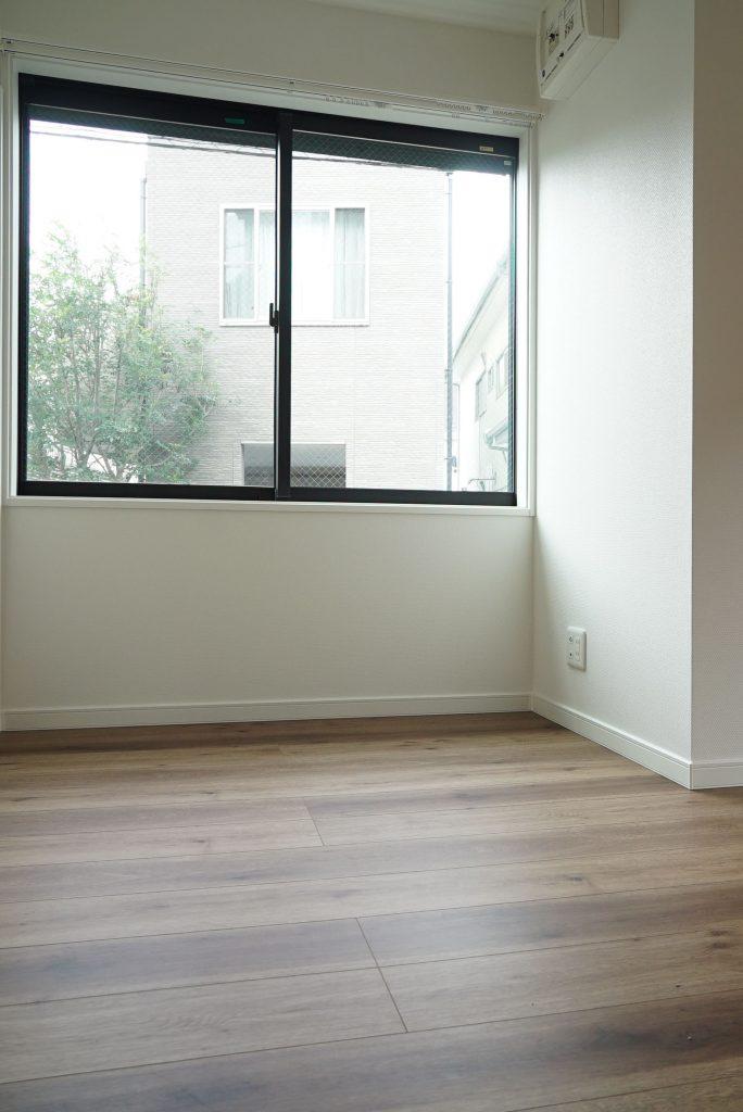 木のぬくもり感じる床、とてもいいです