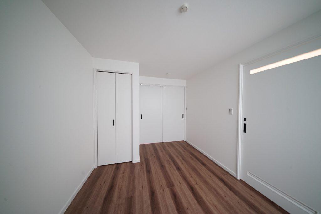 右の扉が洗面所です