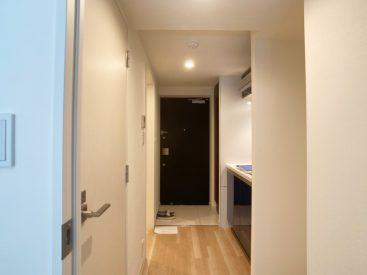 お部屋から見た玄関の様子。