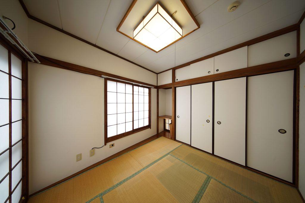 玄関挟んで反対側のもうひとつの和室。