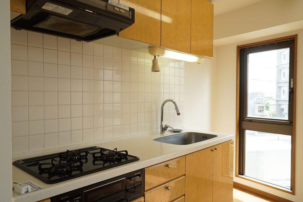 しっかりがっしり明るいキッチン