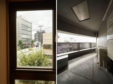 キッチン横の窓からは新代田駅が見えます